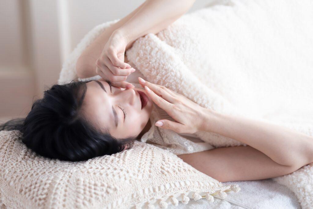 好転反応が出て眠い女性